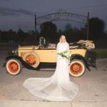 Every bride should arrive in such a car!